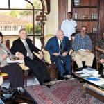 Presidente Micheletti recibe delegación de UnoAmérica