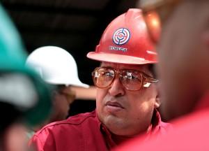 De visita en una fábrica siderúrgica que recientemente nacionalizó en Puerto Ordaz. AFP