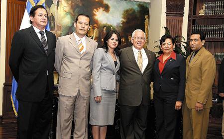 Micheletti continúo ayer con las juramentaciones de los funcionarios de varias dependencias de gobierno.
