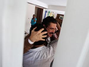 Zelaya dentro de la embajada de Basil