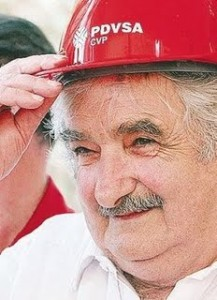 José Mujica llevando casco de Petróleos de Venezuela
