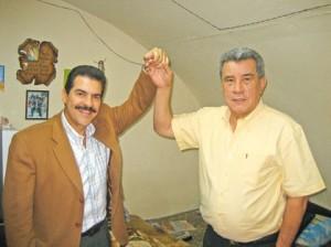 Manfred Reyes Villa y Leopoldo Fernández, desde la celda donde este último permanece encarcelado desde septiembre del año pasado.