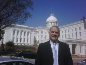 Peña Esclusa frente al Congreso del Estado de Alabama