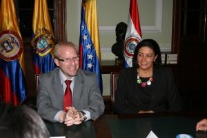 Indira R. de Peña-Esclusa junto a el Dip. Adrián Oliva