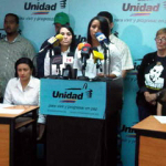 Oposición venezolana pide a Chávez liberar a presos políticos con cáncer